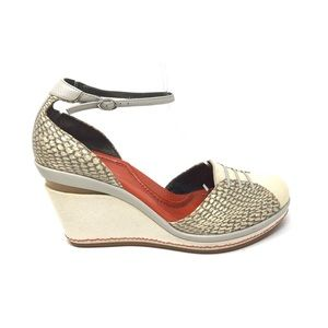 Cole Haan Wedge Size 7.5 Canvas Cobra Embossed